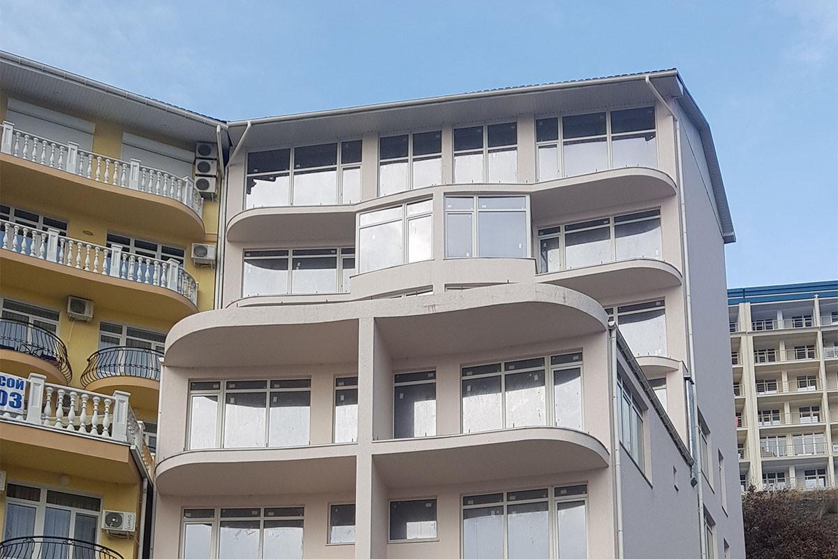 Остекление апартаментов в Массандре