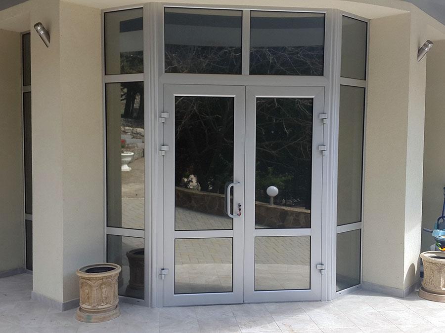 Входная алюминиевая дверь в Алуште