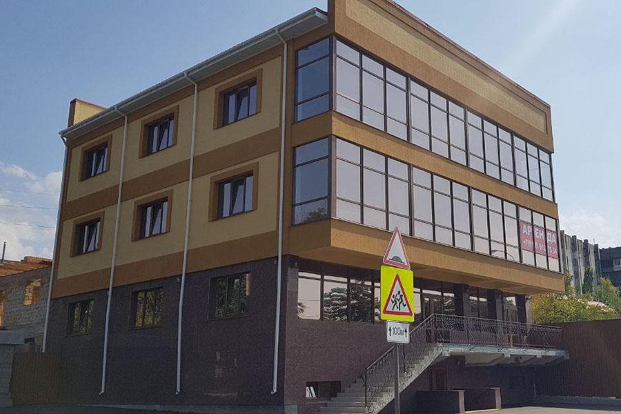 Остекление торгового центра в Симферополе