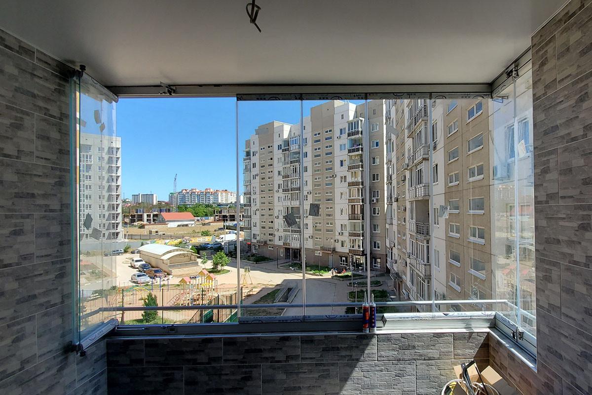 Безрамное остекление балкона в Симферополе